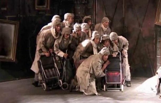 Antigona, în regia lui Mihai Măƒniuț›iu